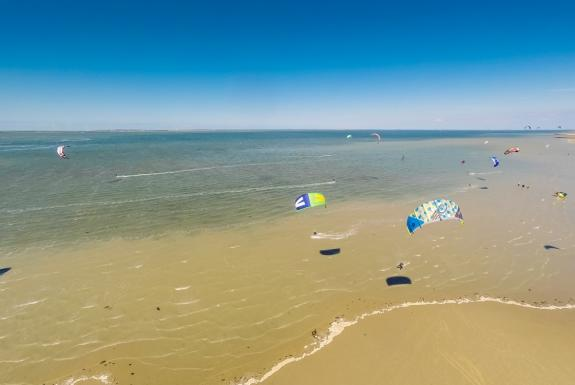 Kitesurfers am Strand | Roompot Beach Resort